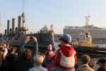 Крейсер «Аврора» проплыл по Неве среди бела дня: Фоторепортаж