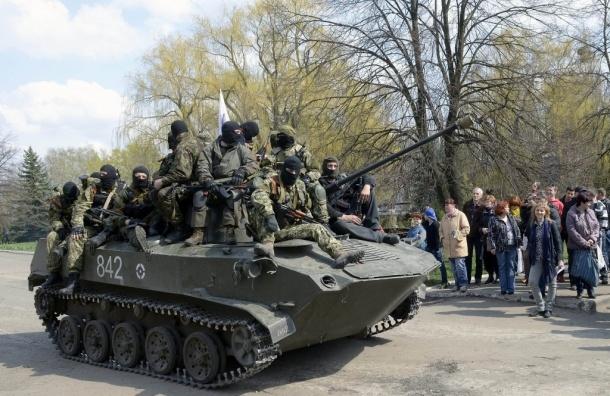 В НАТО говорят о тысячах российских солдат и сотнях танков на Украине