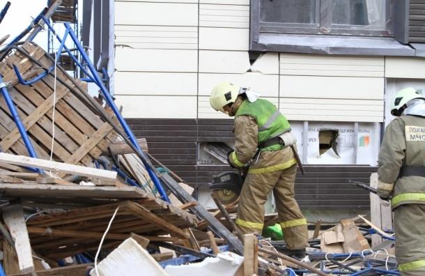Пять человек пострадали при обрушении строительных лесов на проспекте Медиков
