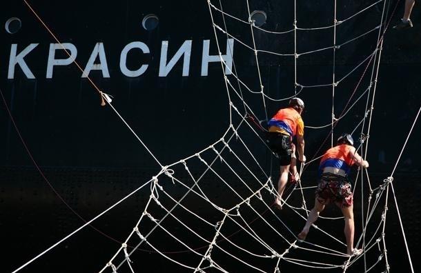 Ледокол «Красин» ушел на ремонт в Кронштадт