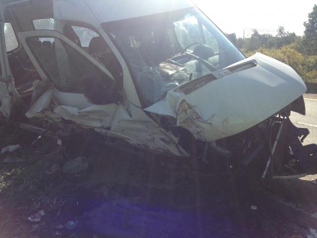Под Колпино в аварии с маршруткой пострадало шесть человек: Фото