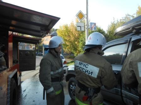 Во Владимире запертая девочка задохнулась в горящей машине: Фото