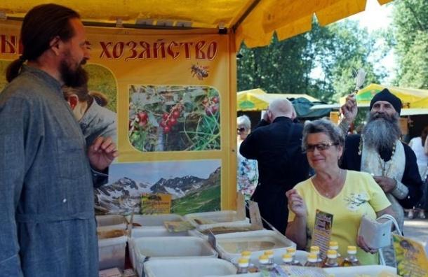 В Александро-Невской лавре открывается ярмарка «Осеннее хлебосолье»