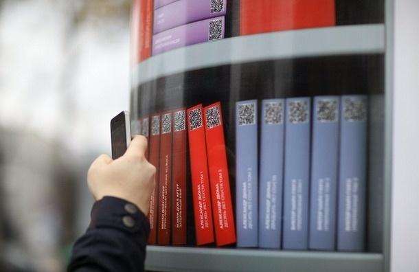 В Петербурге остановки общественного транспорта стали библиотеками