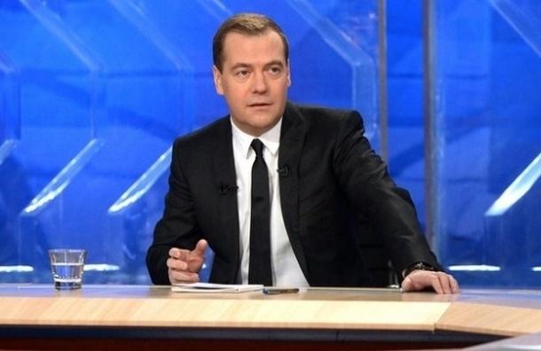 Медведев пригрозил закрыть воздушное пространство России