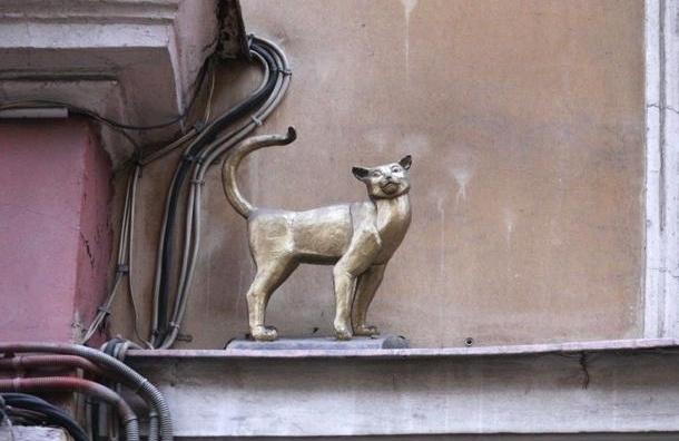 Петербургскую скульптуру кошки Василисы нашли в Москве