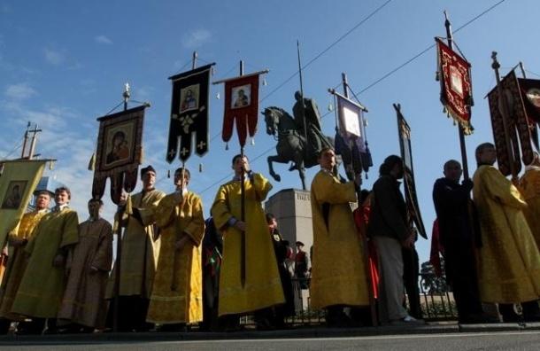 По Невскому проспекту прошел крестный ход