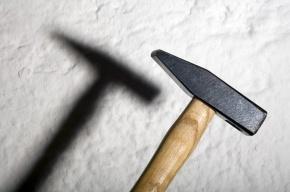В Петербурге 78-летний пенсионер с молотком пытался ограбить старушку