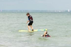 В акватории Финского залива спасли двоих подростков-серфингистов