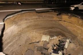 В Симферополе шесть человек погибли в автомобиле, провалившемся в яму