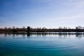 В Зеленогорске автомобиль утонул в озере, водитель пропал