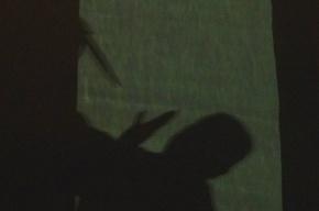 На проспекте Славы мужчину ударили ножом из-за долга