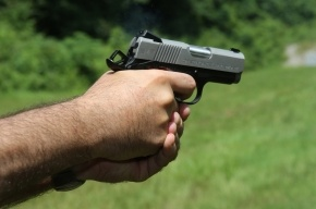 В Приморском районе сотруднику ЧОП прострелили голову