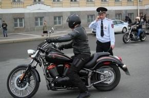 В Петербурге мотоциклист сбил инспектора ДПС