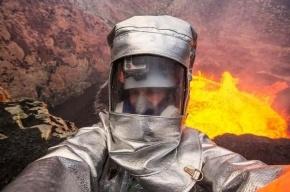 Канадский экстремал сделал селфи в пылающем жерле вулкана
