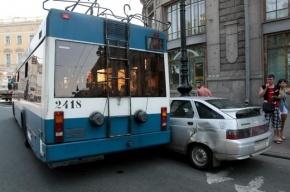 На Загородном столкнулись маршрутка и троллейбус