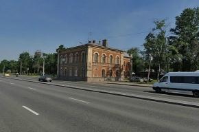 «Газель» врезалась в дом на Октябрьской набережной
