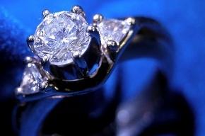 Сотрудник «Пулково» украл у пассажирки золотые кольца за 300 тысяч рублей