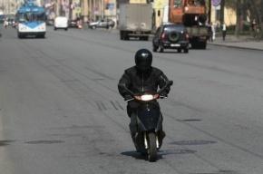 В Петербурге скутерист пострадал в ДТП с микроавтобусом