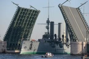 Крейсер «Аврора» проплыл по Неве