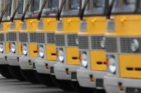 На улице Типанова врезались друг в друга иномарка и автобус