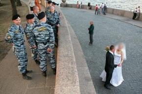 Петербуржцу на свадьбе сломали нос и челюсть