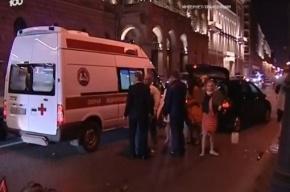 На Дворцовой набережной машина сбила свидетеля на свадьбе