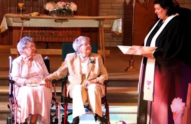 Две 90-летние американки заключили брак после 72 лет совместной жизни