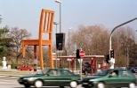 Сломанный стул в Женеве: Фоторепортаж
