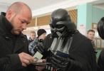 Фоторепортаж: «Дарт Вейдер не смог проголосовать на выборах в Раду»