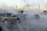 Движение по проспекту Славы ограничено из-за прорыва трубы с кипятком: Фоторепортаж