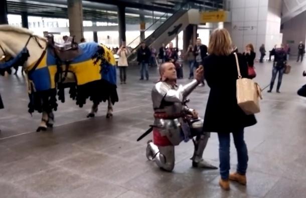 В «Пулково» рыцарь на белом коне сделал даме предложение
