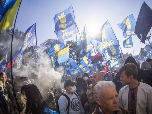В столкновениях у здания Верховной Рады ранены 15 милиционеров: Фото