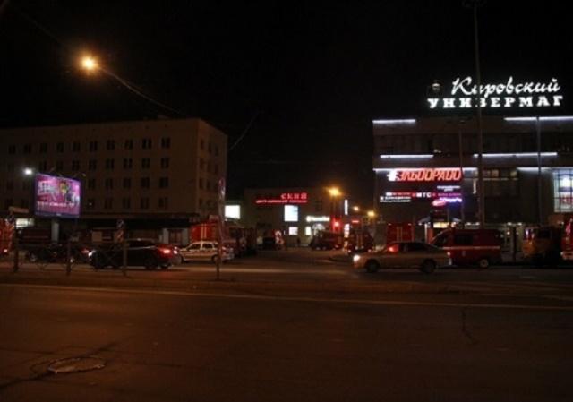 В Петербурге ТК «Нарвский» тушили по повышенному номеру сложности: Фото