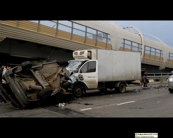 На Планерной ВАЗ протаранил «Газель» у путепровода, есть пострадавшие: Фото