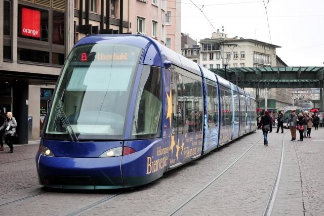 Петербург купит французский трамвай со стопроцентно низким полом: Фото