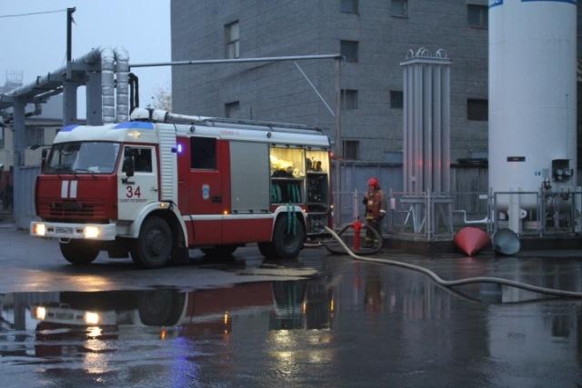 На Кондратьевском проспекте тушат крупный пожар в офисном здании: Фото