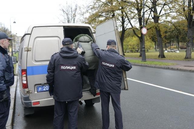 Полиция у Смольного задержала выселенных «ильюшинцев» 20 октября 2014: Фото