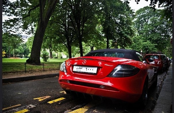 В Петербурге поймали мигранта-угонщика на красном Mercedes