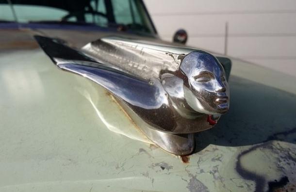 В Петербурге Cadillac сбил 10-летнюю девочку у школы
