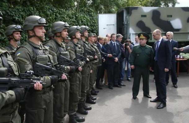 Яценюк предложил ввести визовый режим с Россией