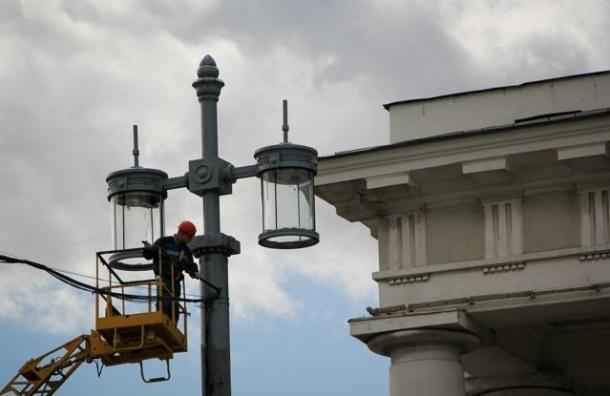 Наружное освещение Петербурга переведут на зимнее время