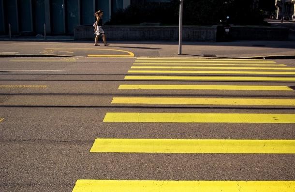 Более 100 пешеходных переходов в Петербурге станут желтыми