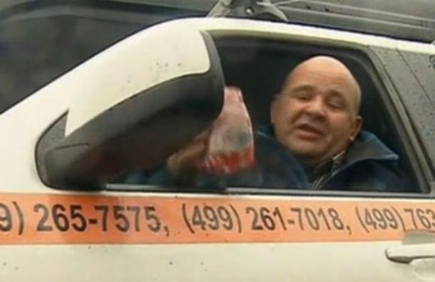Водитель 22 часа просидел в автомобиле и добился отмены эвакуации