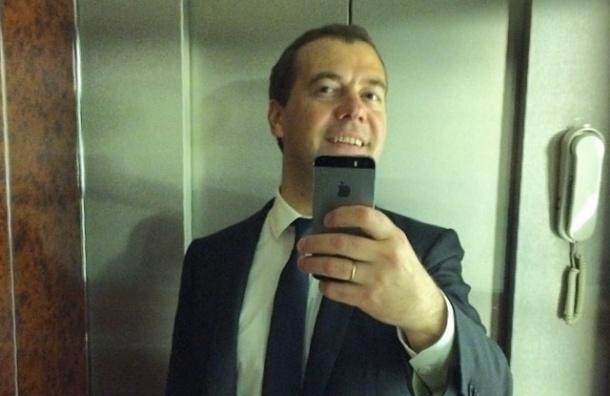 Роспотребнадзор обвинил селфи в распространении вшей