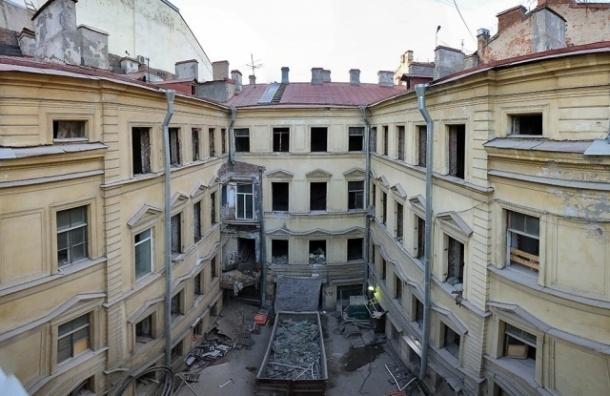 Дом Штакеншнейдера обтянули сеткой и продолжают сносить