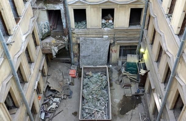 Собственник дома Штакеншнейдера признал вину и пообещал остановить работы на объекте