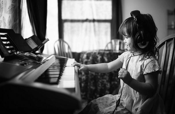 Ученые: Музыка лечит депрессию у детей