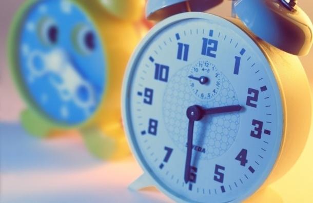 Перевод часов на зимнее время в метро Петербурга пройдет автоматически