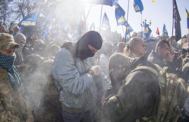 В столкновениях у здания Верховной Рады ранены 15 милиционеров